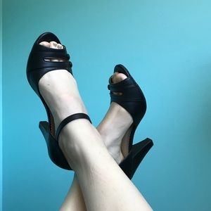 Black retro peep toe heel button detail sz 8